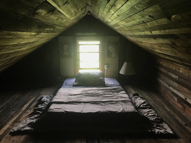 Attic loft at Better Farm, alquiler de vacaciones en Brockville