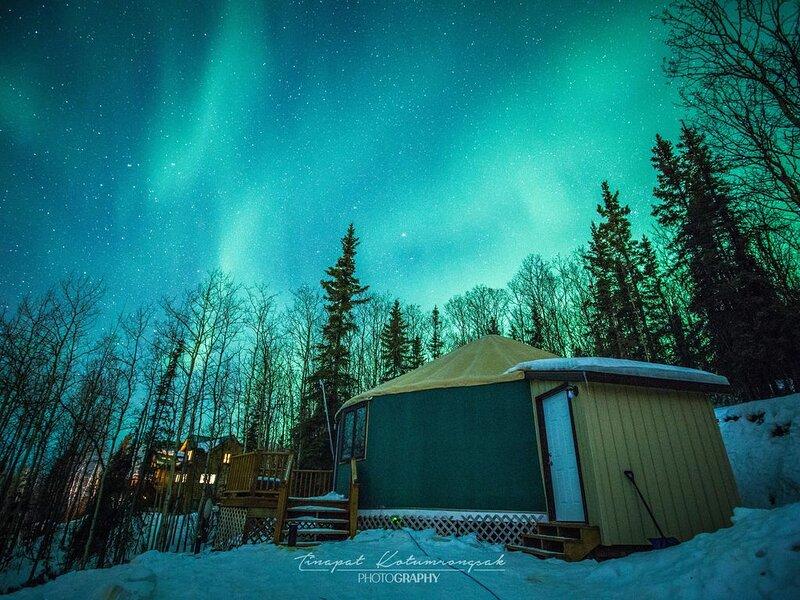 The Borealis Yurt ~ Cozy Stay With Mountain, City & Aurora Views, location de vacances à Fairbanks