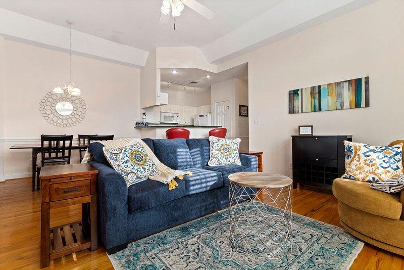 *Ground floor condo* Historic Downtown* Close to beach & base*, alquiler de vacaciones en Swansboro