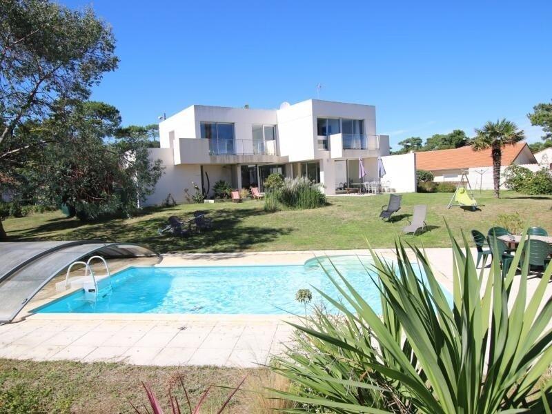 Charmante villa familiale avec piscine, holiday rental in Donges