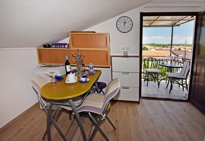 Apartment 4879-2 for 4 Pers. in Funtana, alquiler vacacional en Funtana
