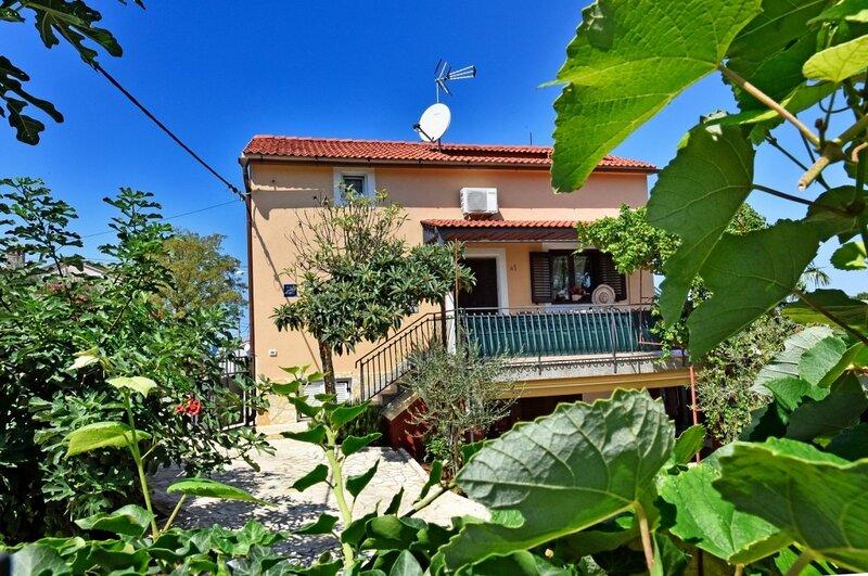 Apartment 4879-1 for 5 Pers. in Funtana, alquiler vacacional en Funtana