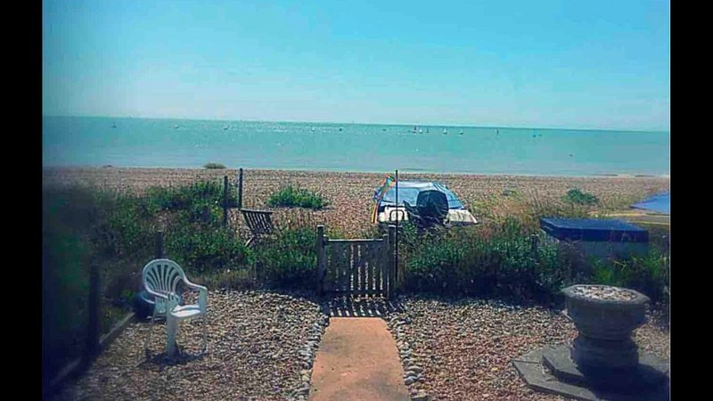 'Tombreck' Pevensey Bay, seaside bungalow on private beach, East Sussex, holiday rental in Pevensey