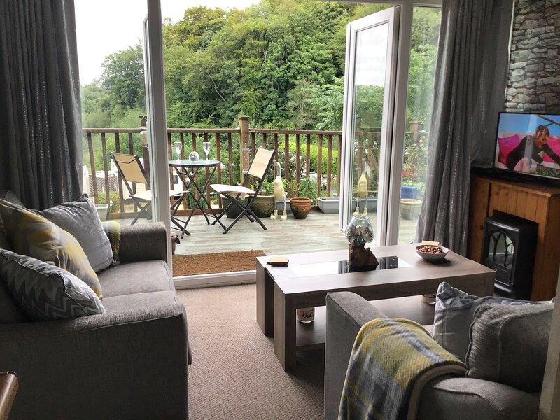 Stunning 2-Bed Chalet in Caernarfon, holiday rental in Pont-rug