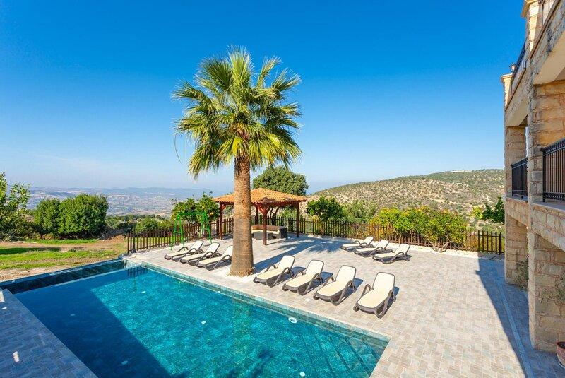 Large Stone Villa, Huge private pool, Near to Latchi,Impressive setting,Sleeps15, casa vacanza a Latchi