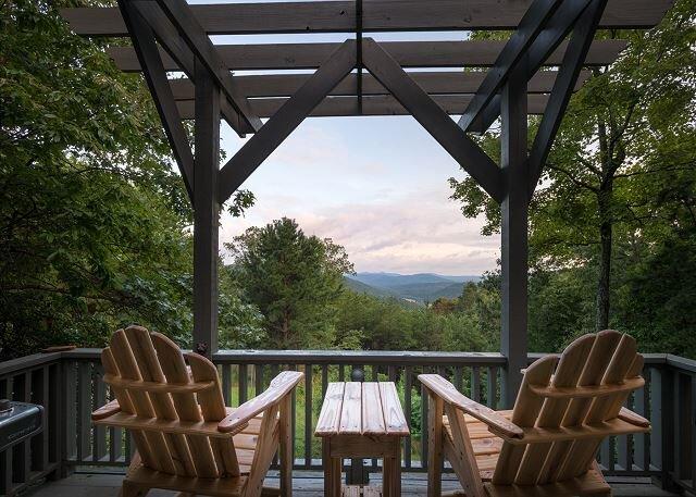 Romantic Cabin Panoramic View,HotTub,SpaTub,Pet Friendly, holiday rental in Ferguson