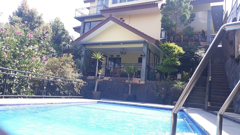 Villa dira, holiday rental in Cipanas