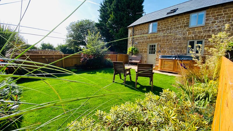 The Stables with a Hot Tub in The Cotswolds!, holiday rental in Chipping Norton