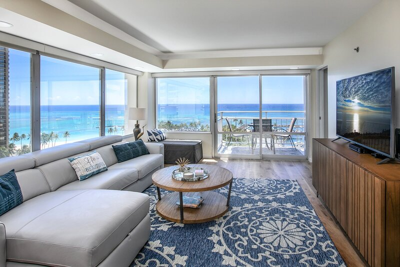 Ilikai Collection # 2. Beachfront Condo with ocean views from every room!, vacation rental in Honolulu