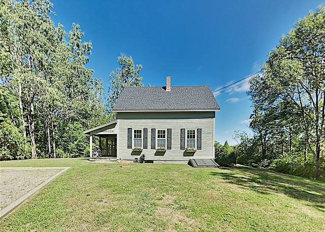 Stunning 18-Acre Country Home with Screened Porch - On the Sheepscot River, alquiler de vacaciones en Jefferson
