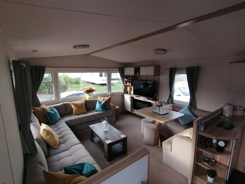 Luxury 6 berth holiday home with Hot Tub, holiday rental in Tattershall