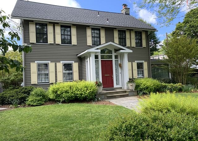 Beautiful 4BR/3.5BA single family home in Friendship Heights, location de vacances à Potomac