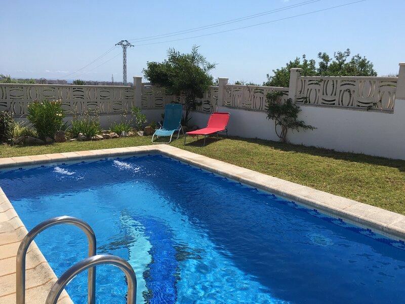 CHALET CON PISCINA PRIVADA, holiday rental in Cervera del Maestre