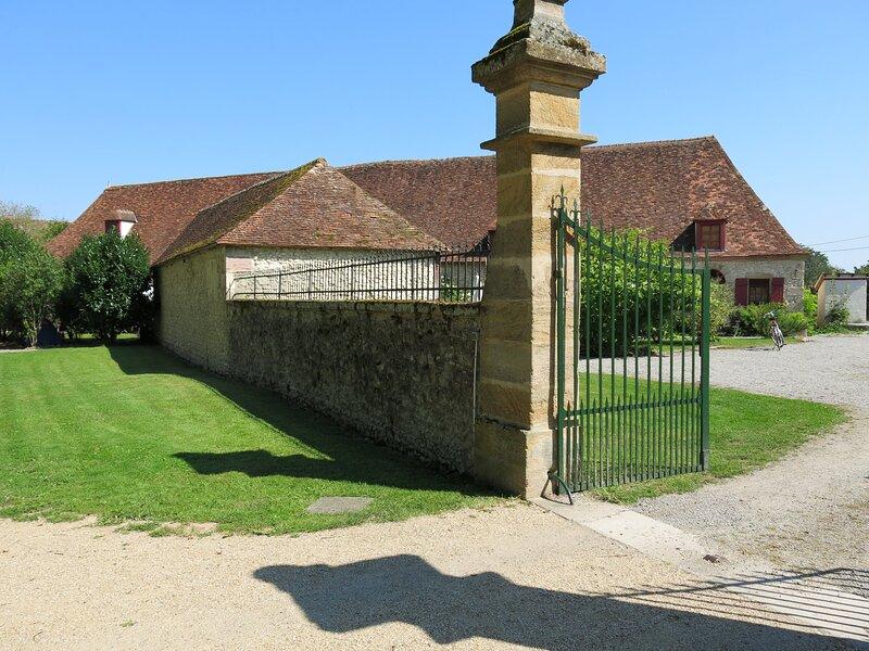 Altes Bauernhaus mit viel Privatsphäre, holiday rental in Chantenay-Saint-Imbert