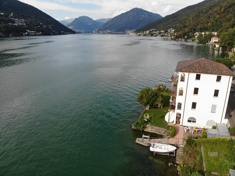 Lagolugano ch. Newly renovated and modern apartment with private lake access, casa vacanza a Brusino Arsizio