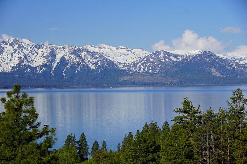 AC in Modern Luxury w/ HEAVENLY & Lake Tahoe Views & HOT TUB - Permit#DP19-011 – semesterbostad i Zephyr Cove