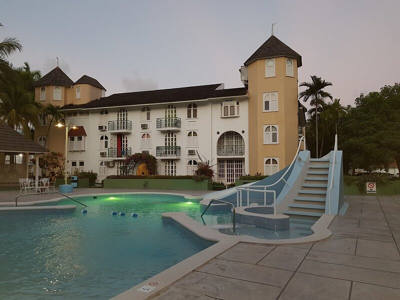 Apartment Treasure -Sandcastles Resort, Ocho Rios, holiday rental in Jamaica