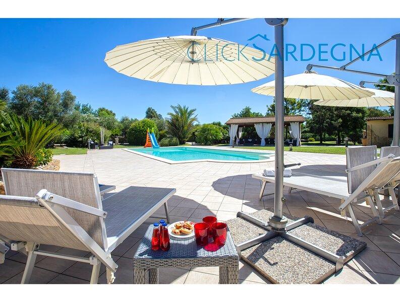 Alghero, Villa Paradiso extreme luxury with swimming pool, holiday rental in Olmedo