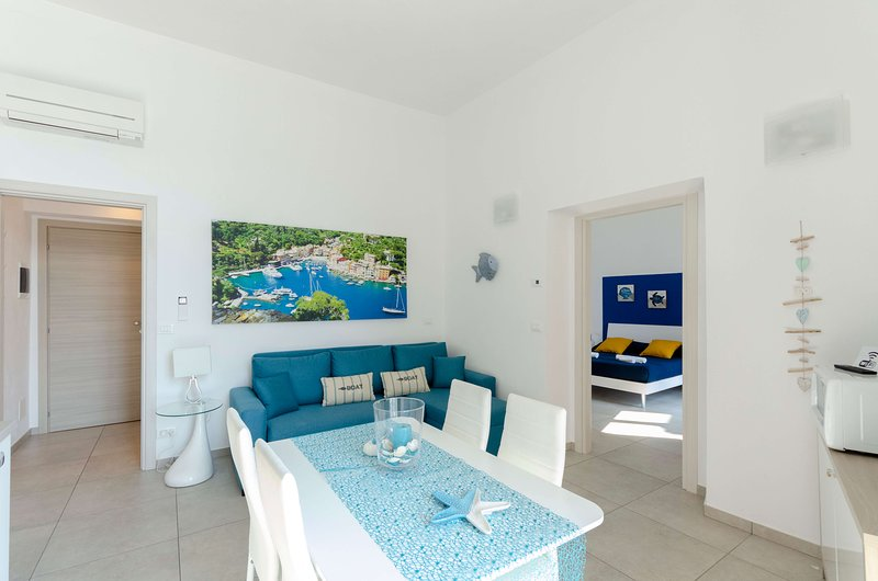 La Casa Rosa al Mare (Gold) apartment 1b/1b with balcony and parking, holiday rental in Rapallo