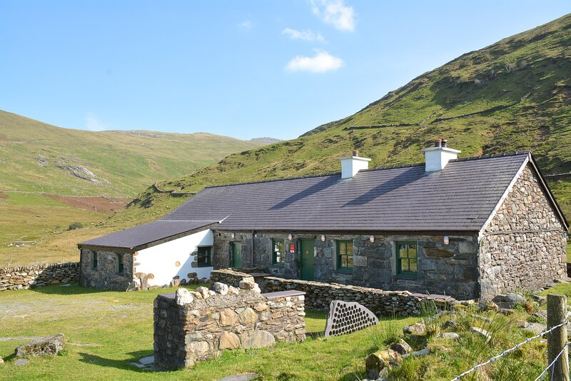 Crashpad Lodges.  Sleeps 16. Private Lodge on the foothills of Snowdon., holiday rental in Llanberis