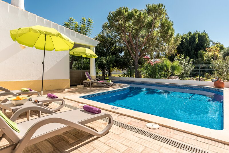 Blissful Villa & Pool, vacation rental in Albufeira