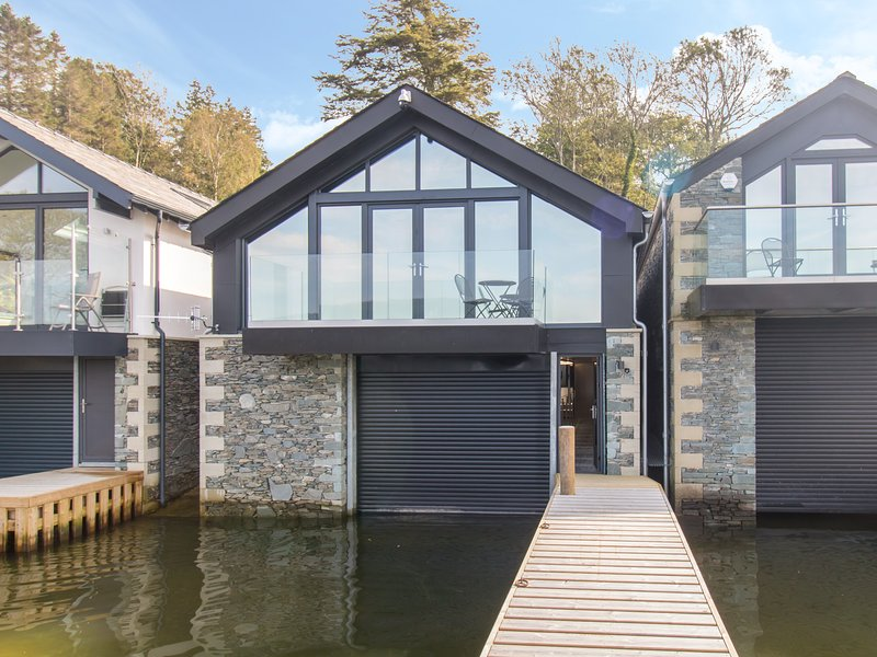 Boathouse on the Water, Bowness-On-Windermere, vacation rental in Bowland Bridge