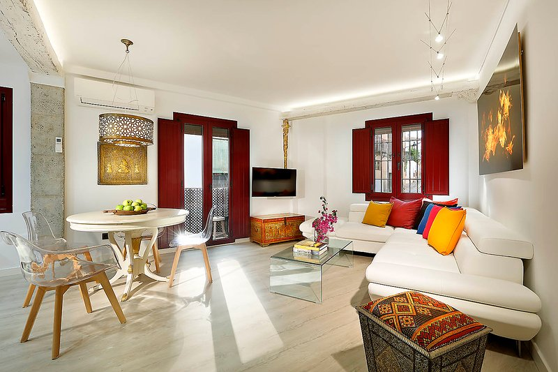 Art Chapiz II Apt. - Alhambra Views in Albaicin- PARKING AVAILABLE!!, vacation rental in Viznar