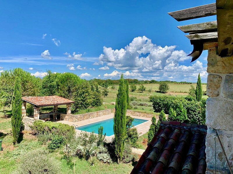 Villa Cypress - Countryhouse with pool and private park, location de vacances à Baldasi