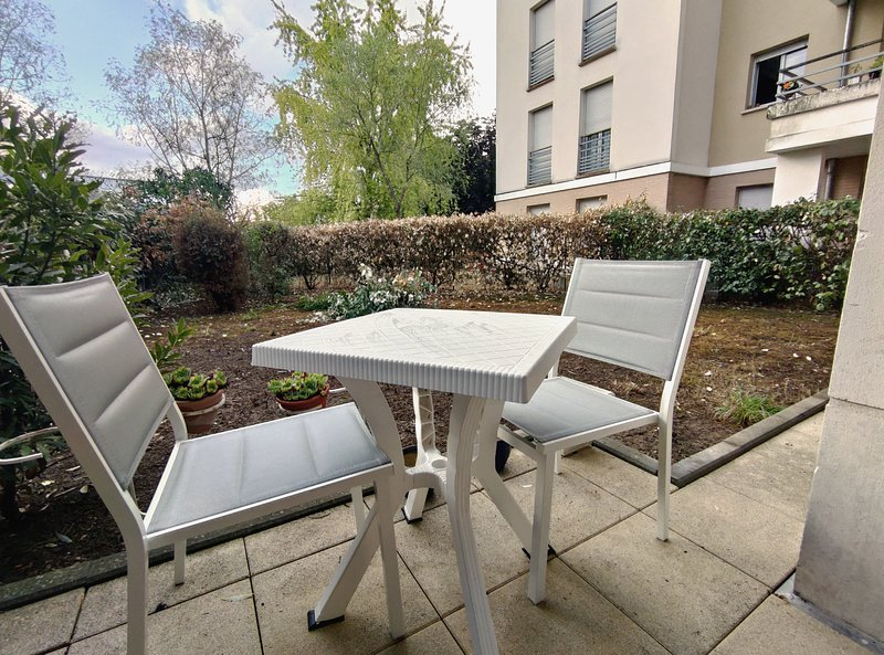 Appartement Rez de Jardin - 41m² - 1 Chambre, vacation rental in Mantes-la-Jolie