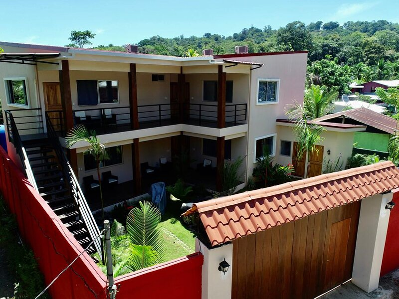 Apartments el guayabo. Luxury and modern., aluguéis de temporada em Puerto Viejo