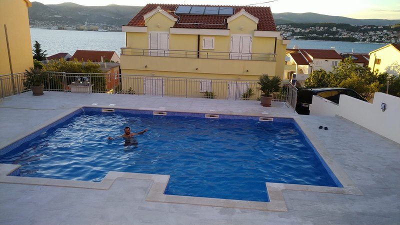 Villa Luna-Ap. Family, Apartament with Pool,Trogir,Okrug Gornji,Croatien, vacation rental in Okrug Gornji