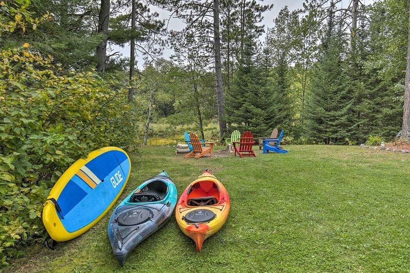 NEW! Eagle River Home w/ Paddle Board + 2 Kayaks!, holiday rental in Eagle River