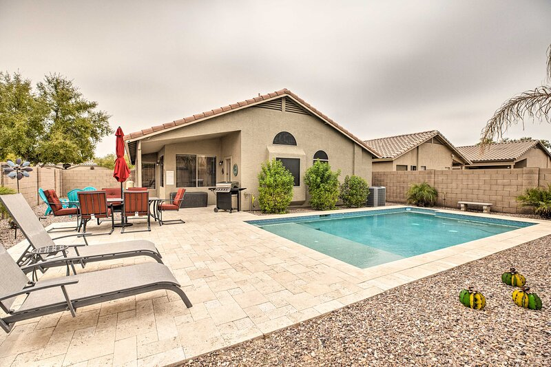 NEW! Maricopa Getaway w/ Private Pool + Fire Pit, location de vacances à Maricopa