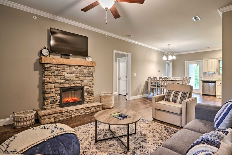 NEW! Peaceful Smoky Mountain Retreat w/ Pool Access, vacation rental in Townsend