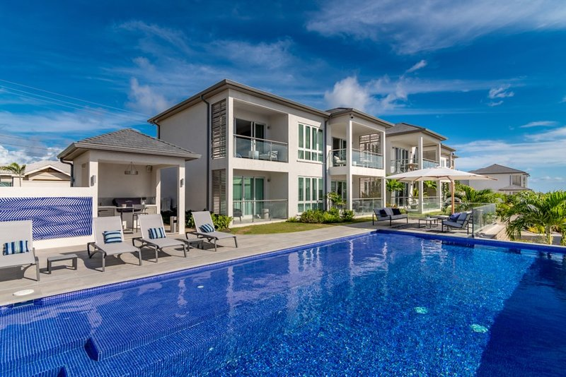 2 Bed Luxury Suite with Ocean and Pool View, holiday rental in Saint David's
