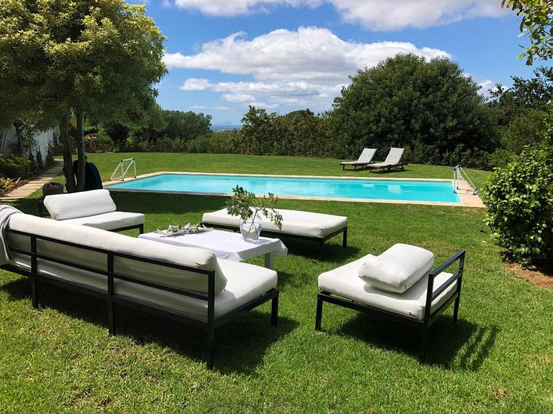 Beautiful Bishopscourt home with views, holiday rental in Bishopscourt