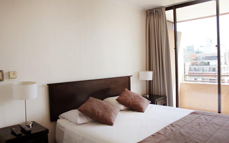 Apartamentos Costanera Centre -Suite, sala y terraza- (1702), holiday rental in Chicureo