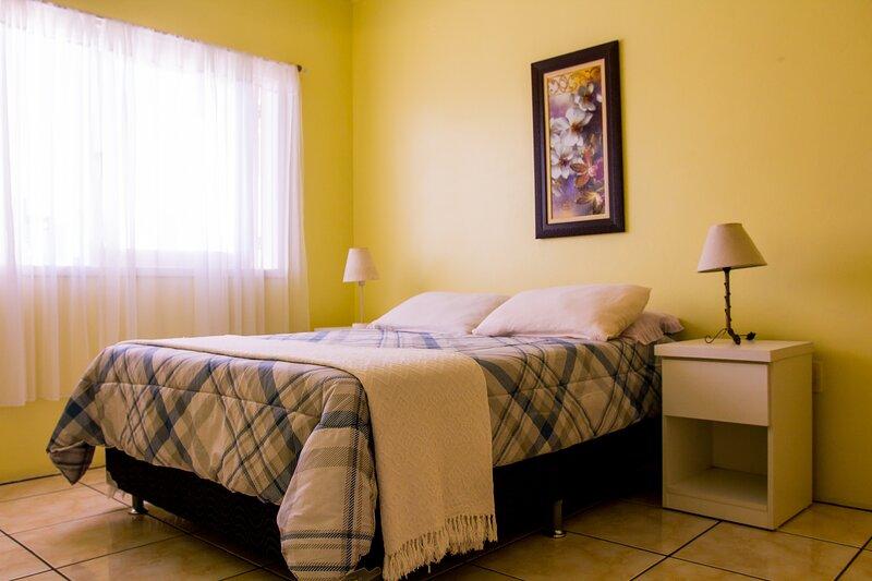 Apartamento de 01 dormitório no centro de Torres (Garagem, Wifi, Cozinha, etc), vacation rental in Arroio do Sal