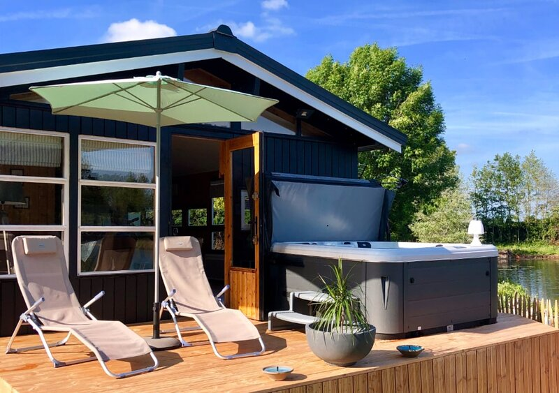 Mon Instant Nature - Chalet avec Jacuzzi - Herzeele, vacation rental in Watou