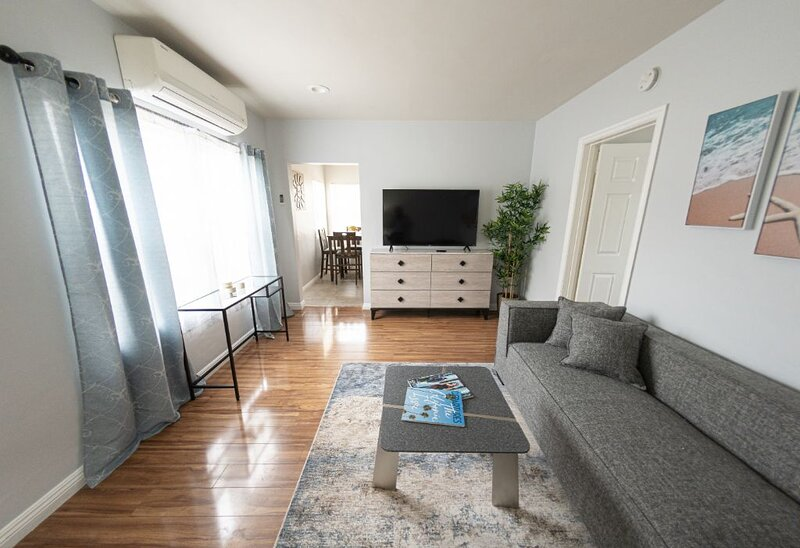 California back  | CLEAN/DISINFECTED Amenities Packed Beautiful House, holiday rental in Glendale