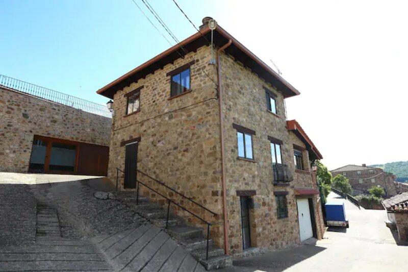 Casa turística en Lumbreras con terraza privada., holiday rental in Pradillo