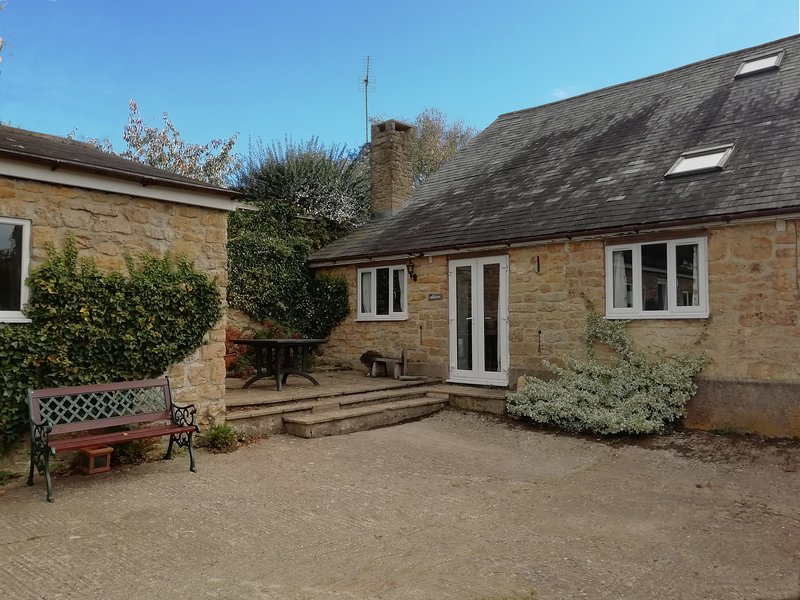 Granborough Cottage: Large cottage in the beautiful West Dorset Hills, location de vacances à Toller Porcorum