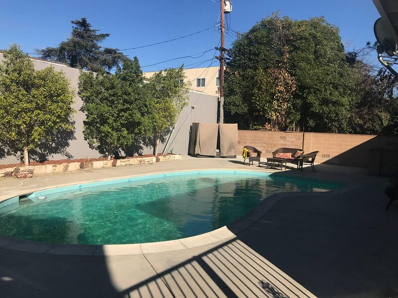 Matiljia Small | CLEAN/DISINFECTED Beautiful Home With Shared Pool, holiday rental in San Fernando