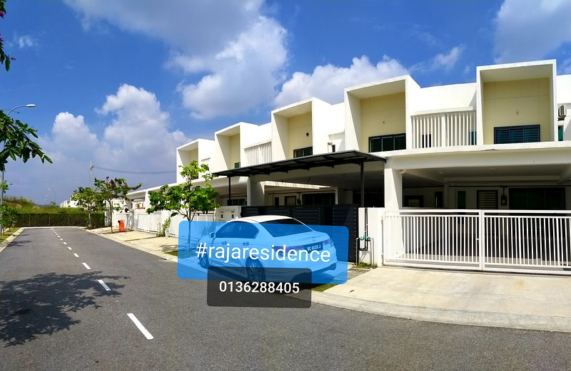 Sendayan Seremban Guesthouse free wifi near dTempat Country Club swimming pool, alquiler de vacaciones en Port Dickson