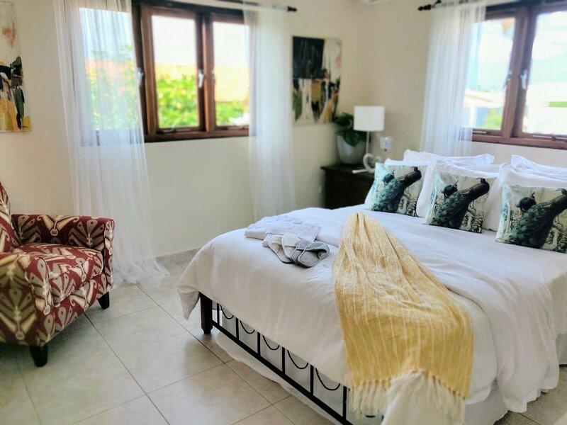 Live like a star in Our Shared, Luxurious,  Renewing Aruba Villa Retreat, casa vacanza a Arasji