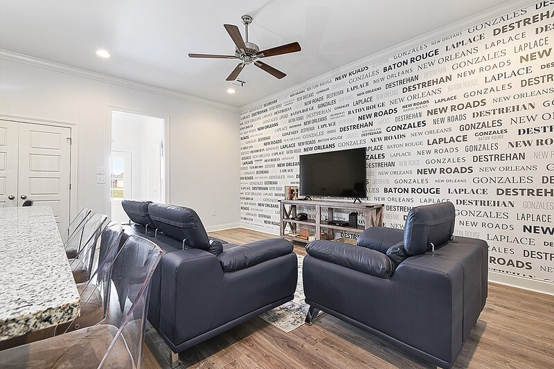 NEW: Everything You Need Near LSU by Poree Homes, holiday rental in Sunshine
