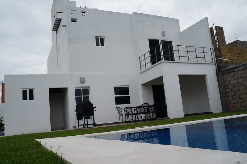 Casa Privada con excelente vista al lago, holiday rental in Tequesquitengo