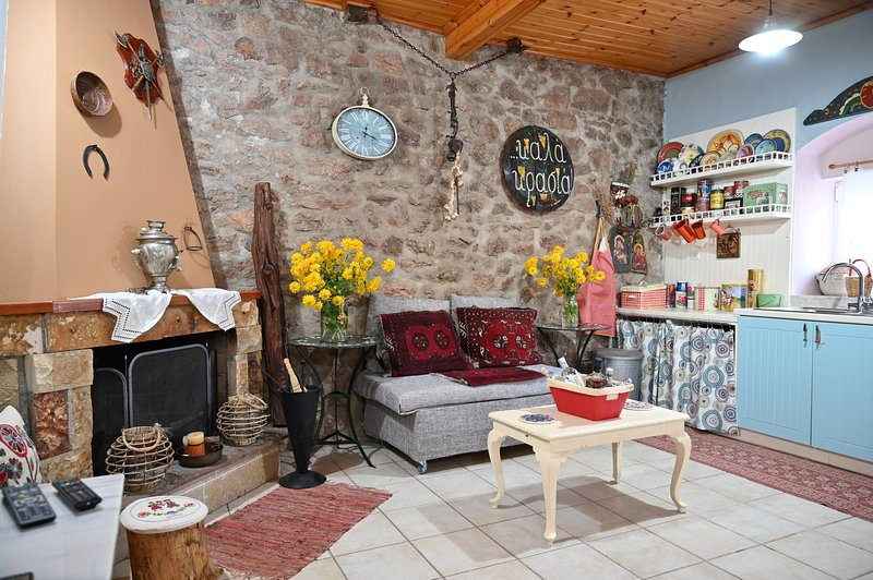 Kalavrita Winter Retreat - Homely Spacious Chalet, holiday rental in Kleitoria
