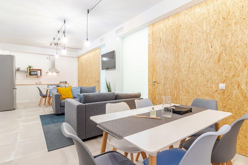 Flatguest Paez Suites + Beach + Terrace + WiFi, vacation rental in Las Palmas de Gran Canaria