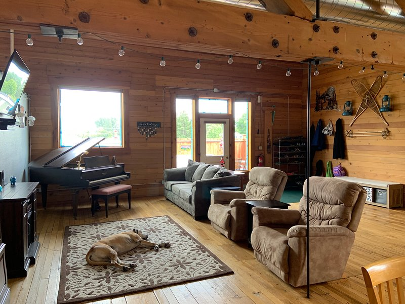 Spacious Rustic Loft, holiday rental in Conner